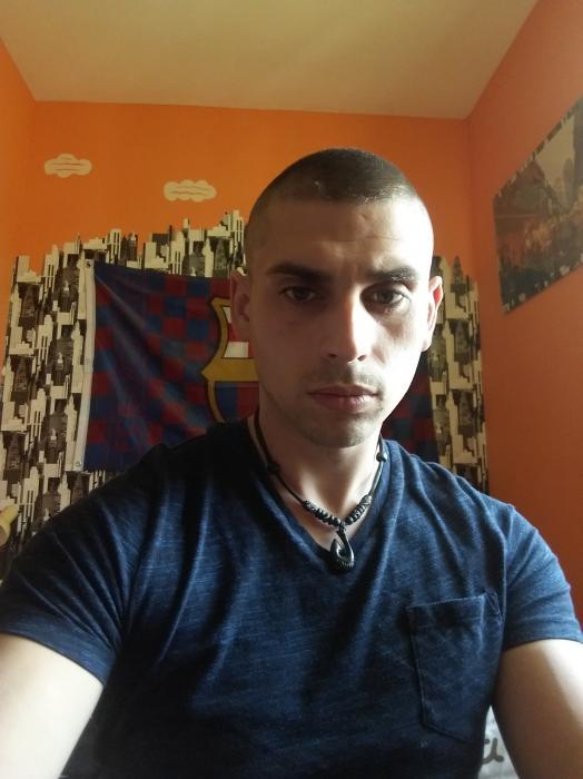 Jeune homme 26 ans cherche femme 18 à 50 pour un plan Q à Angoulême