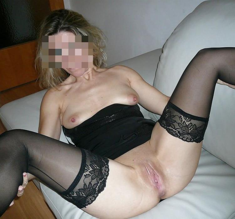 Belle femme stricte cherche hommes pour soirées sexuelles