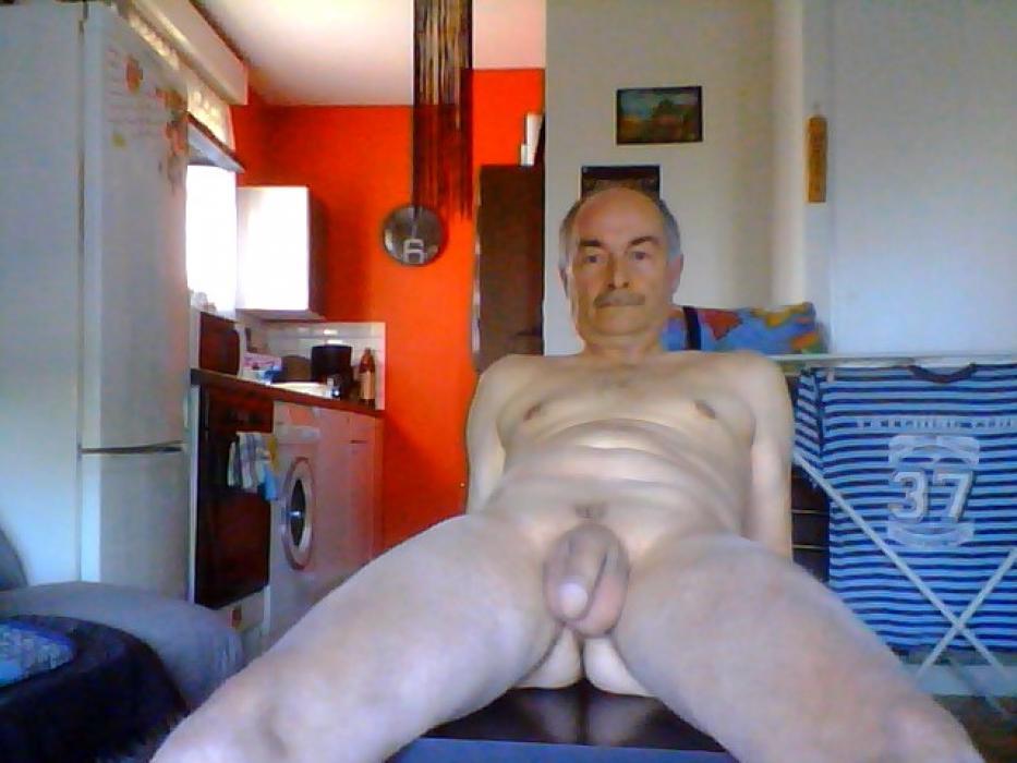 Veux partager mon sexe et ma nudité avec vous