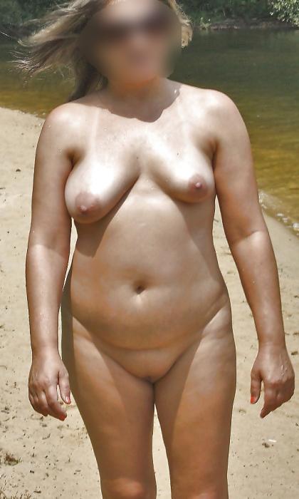 Femme avec de l'expérience pour dresser un puceau