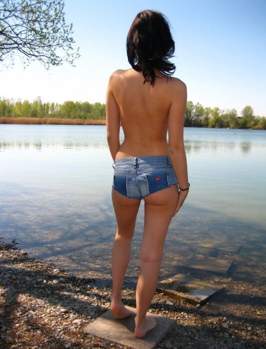 Jeune brunette cherche un plan sexe en extérieur